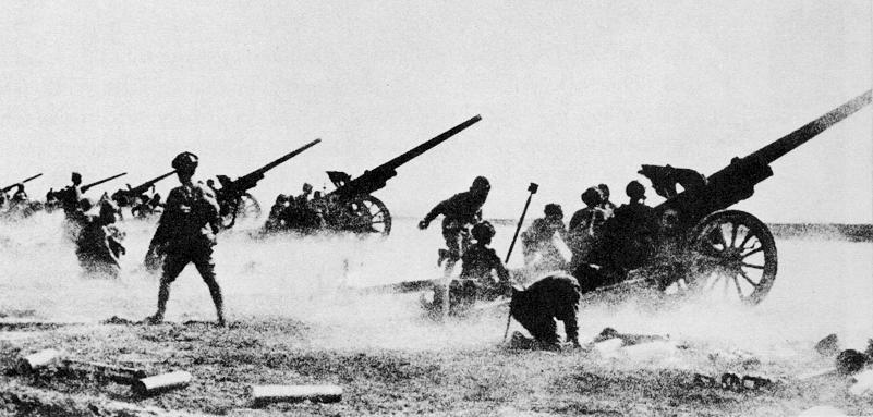 l'artillerie JapaneseArtilleryBatteryFires105sChina